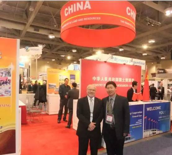 阳光创译总经理吕国博士在加拿大PDAC会场与客户合影